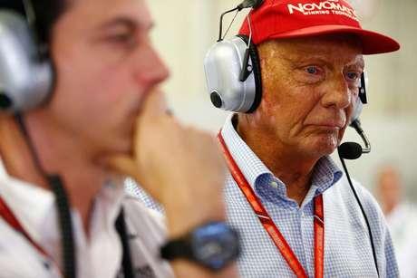 Wolff solta comunicado sobre Niki Lauda