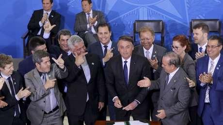 Bolsonaro assinou decreto que flexibilizava regras sobre armas no dia 7 de maio, mas três semanas depois recuou em alguns pontos