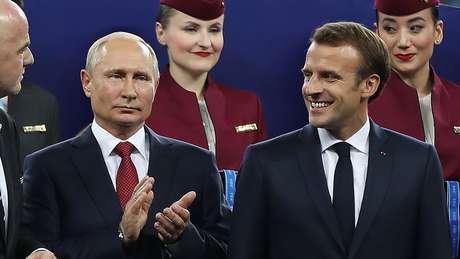 Os presidentes russo Vladimir Putin e francês Emmanuel Macron na final da Copa do Mundo de 2018 na Rússia