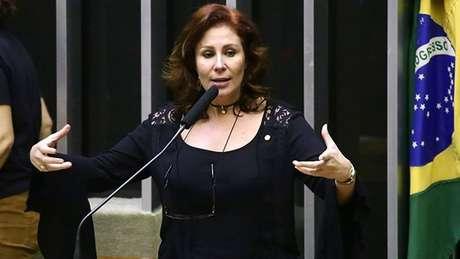 A deputada Carla Zambelli tem defendido as manifestações no domingo