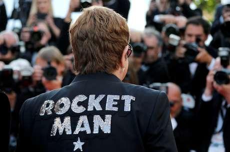 """Elton John no tapete vermelho antes de exibição do filme """"Rocketman"""" no Festival de Cannes, na França 16/05/2019 REUTERS/Jean-Paul Pelissier"""