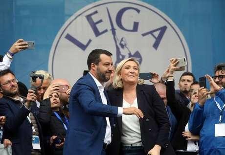 Matteo Salvini e Marine Le Pen participam de comício em Milão