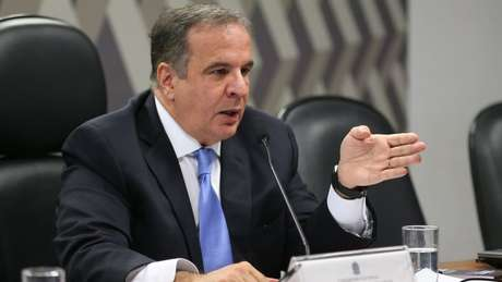 Murillo de Aragão acredita que hipótese de articulação dos militares para derrubar o presidente é 'lunática'