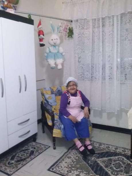 Assistir à TV e brincar de boneca com a caçula são os passatempos favoritos de Cotinha