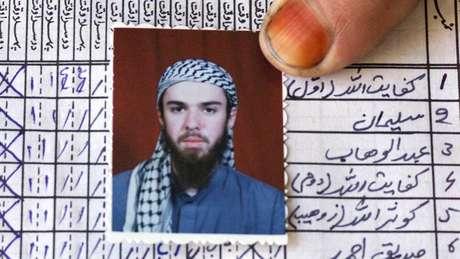 Lindh frequentou uma escola no Paquistão e depois foi para o Afeganistão, onde foi preso