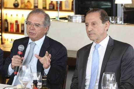 O ministro da Economia, Paulo Guedes (E), e o presidente da Fiesp, Paulo Skaf.