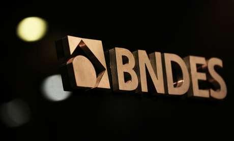 Logotipo do BNDES é visto durante cerimônia de posso do novo presidente do banco, Rio de Janeiro. 8/1/2019. REUTERS/Sergio Moraes