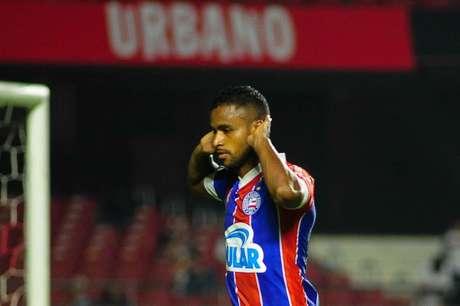 O jogador Elber do Bahia comemora goldurante partida contra o Sao Paulo, valido pela oitavas de final da Copa do Brasil 2019, no estadio Cicero Pompeu de Toledo, Zona sul de São paulo nesta quarta-feira (22).