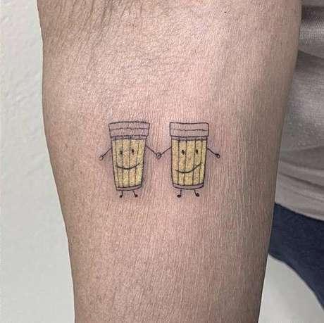 Therezinha e Ilda são amigas há mais de 30 anos e fizeram tatuagem juntas.
