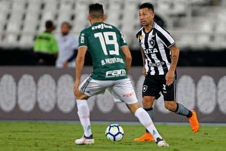 Equipes se enfrentam no Mané Garrincha (Foto: Vítor Silva/SSPress/Botafogo)