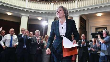 Apesar de ter apoiado a permanência do Reino Unido na UE, May defendeu respeitar o resultado do plebiscito