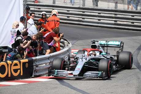 Em Mônaco, Hamilton faz a pole e garante 5ª dobradinha da Mercedes em 2019