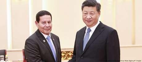 Vice Hamilton Mourão (esq.) confirmou-se como interlocutor fidedigno para presidente Xi Jinping