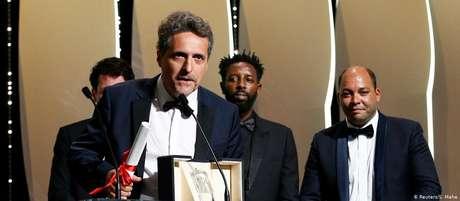 """Três anos após concorrer com """"Aquarius"""", Kleber Mendonça Filho recebe prêmio em Cannes"""