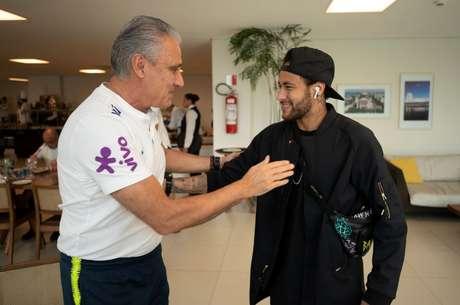 Neymar e Tite se reencontram na concentração da Seleção Brasileira, na Granja Comary, em Teresópolis, região serrana do Rio