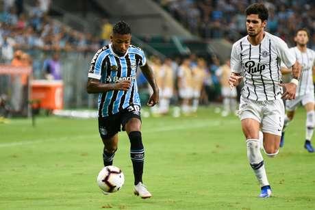 Marinho, que estava no Grêmio, durante partida pela Libertadores contra o Libertad