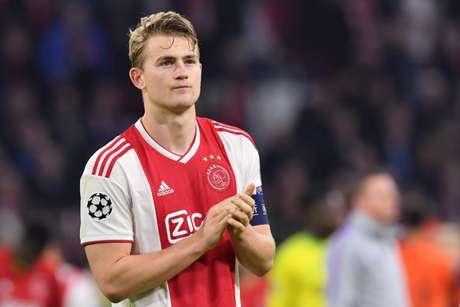 De Ligt se tornou o jogador mais jovem a ser capitão do Ajax (Foto; AFP)