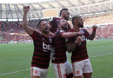 Flamengo sofre, mas consegue vencer a equipe mista do Athletico-PR de virada por 3 a 2 no Maracanã