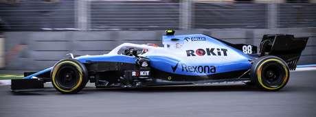 Kubica questionou a preferência da Williams por Russell na parada no box