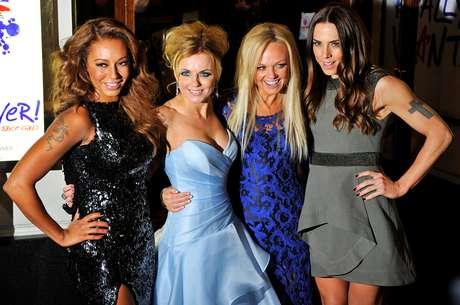 Ônibus das 'Spice Girls' vira acomodação para hóspedes do Airbnb