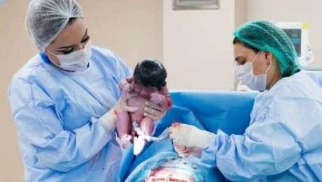 Hipertensão é maior entre pessoas que nasceram de cesárea