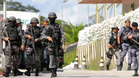Nessa segunda, policiais encontraram 40 mortos em quatro presídios de Manaus; no domingo, outras 15 pessoas foram mortas