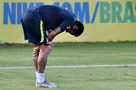 Neymar durante treino da Seleção Brasileira