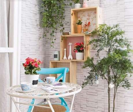 9. Uma das principais dicas de decoração é usar nichos com vasinhos de plantas – Fotos: Quadros e Fatos