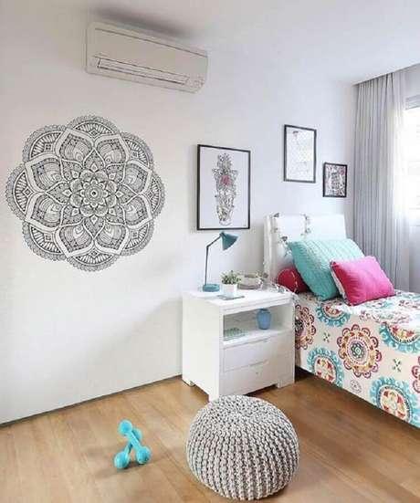 35. Dicas de decoração de quarto simples com mandala na parede – Foto: Quadros e Fatos