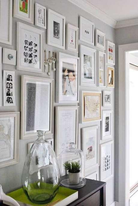53. Dicas de decoração para casa com parede repleta de quadrinhos – Foto: Young House Love