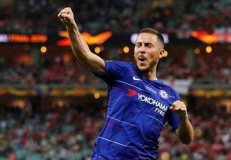 Hazard comemora gol do Chelsea sobre o Arsenal