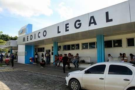 Movimentação na manhã desta terça-feira, 28, em frente ao Instituto Médico Legal (IML) na cidade de Manaus (AM), para onde foram levados os corpos dos detentos mortos no Complexo Penitenciário Anísio Jobim (COMPAJ/AM)
