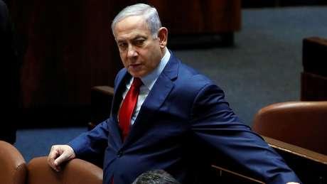 Benjamin Netanyahu durante votação no Parlamento israelense