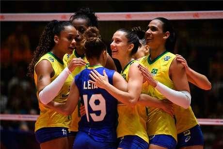 Selçeão brasileira feminina derrota a Bulgária em três sets na Liga das Nações.