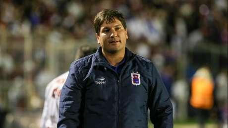 Técnico Matheus Costa não terá o volante Itaqui para o jogo de sábado (Foto: Geraldo Bubniak/AGB/Lancepress!)