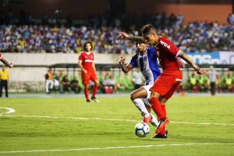 Paolo Guerrero, do Internacional, durante partida contra o Paysandu, válida pelas oitavas de final da Copa do Brasil, no estádio Mangueirão, em Belém (PA), nesta quarta-feira, 29.