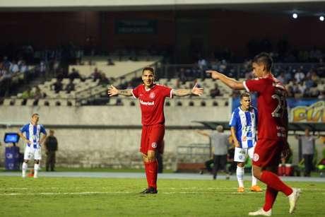 Comemoração do gol de Paolo Guerrero, do Internacional, em partida contra o Paysandu, válida pelas oitavas de final da Copa do Brasil, no estádio Mangueirão, em Belém (PA), nesta quarta-feira, 29.