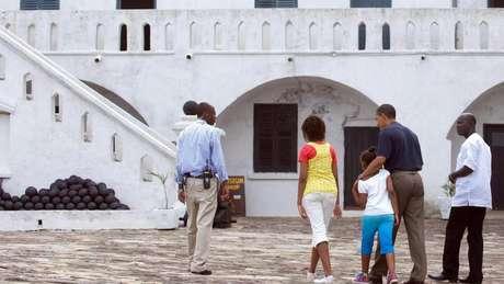 O ex-presidente e as filhas dele durante viagem a Gana