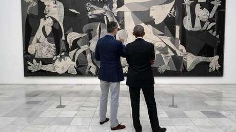 Durante viagem a Espanha, Obama visitou o Museu Reina Sofía, acompanhado do rei Felipe VI da Espanha