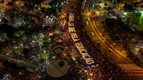 Além da educação, alguns manifestantes levaram também às ruas pautas como as organizações sindicais e a reforma da Previdência