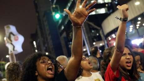 Manifestantes em São Paulo; protestos deste dia 30 aconteceram em várias cidades do país
