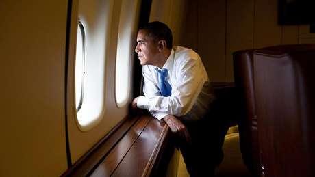 Barack Obama sobrevoando Cuba