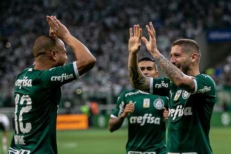 Comemoração do gol de Zé Rafael, do Palmeiras, na partida contra o Sampaio Corrêa, válida pelas oitavas de final da Copa do Brasil, no Allianz Parque, na zona oeste de São Paulo, nesta quinta-feira (30).