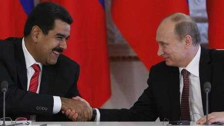 Maduro em reunião com o presidente russo, Vladimir Putin, um importante aliado