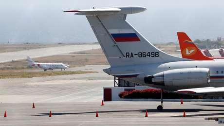 Avião com bandeira russa foi visto em março no aeroporto de Caracas