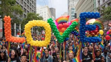 As paradas do orgulho LGBT que acontecem todos os anos nas principais cidades do mundo começaram por causa da revolta de Stonewall