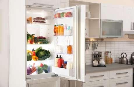 Veja dicas simples sobre como economizar luz na cozinha