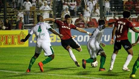 O time mineiro ainda não sabe o que é vencer na Série B e foi derrotato pelo Brasil de Pelotas na última rodada- Jonathan Silva - Brasil de Pelotas