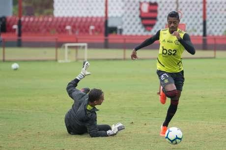 Bruno Henrique em treinamento na manhã deste domingo no Ninho do Urubu (Alexandre Vidal / Flamengo)