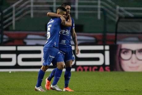 Thiago Neves, do Cruzeiro, comemora o seu gol em partida contra o São Paulo, válida pela 7ª rodada do Campeonato Brasileiro 2019, no Estádio do Pacaembu, na zona oeste da capital paulista, neste domingo